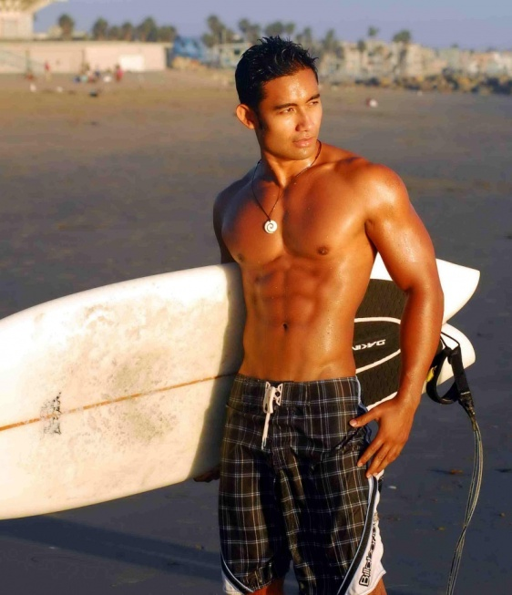 picture-01-asian-model-nick-husin-sexy-on-beach-handsome